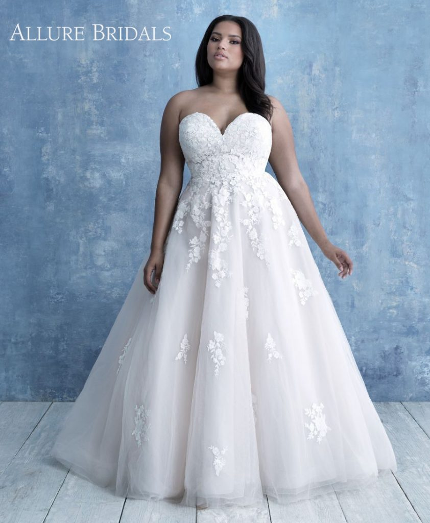 Plus-Size lace strapless ball gown wedding dress