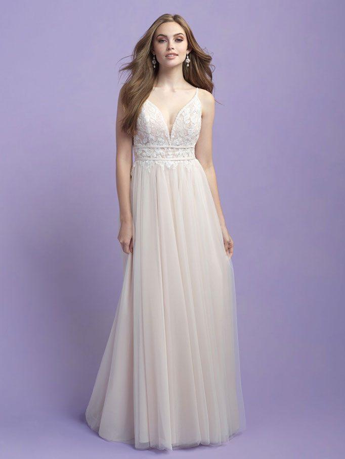 Sleeveless romantic beach wedding dress