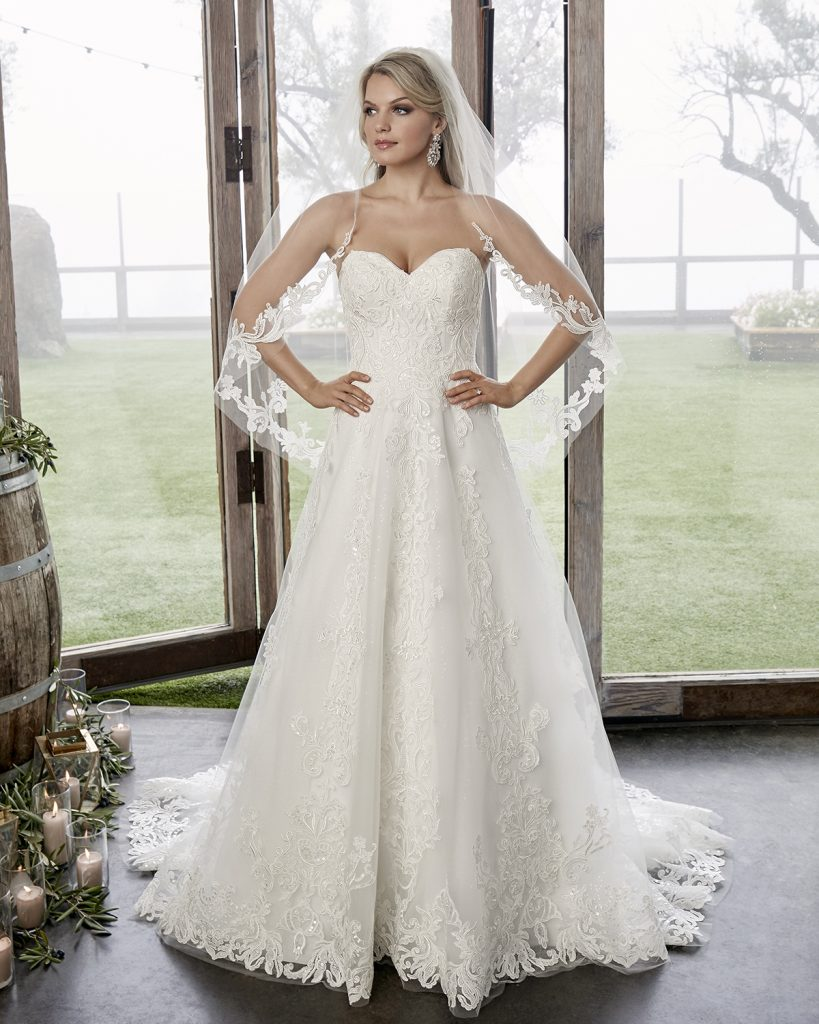 Stunning strapless A-line bridal gown with veil