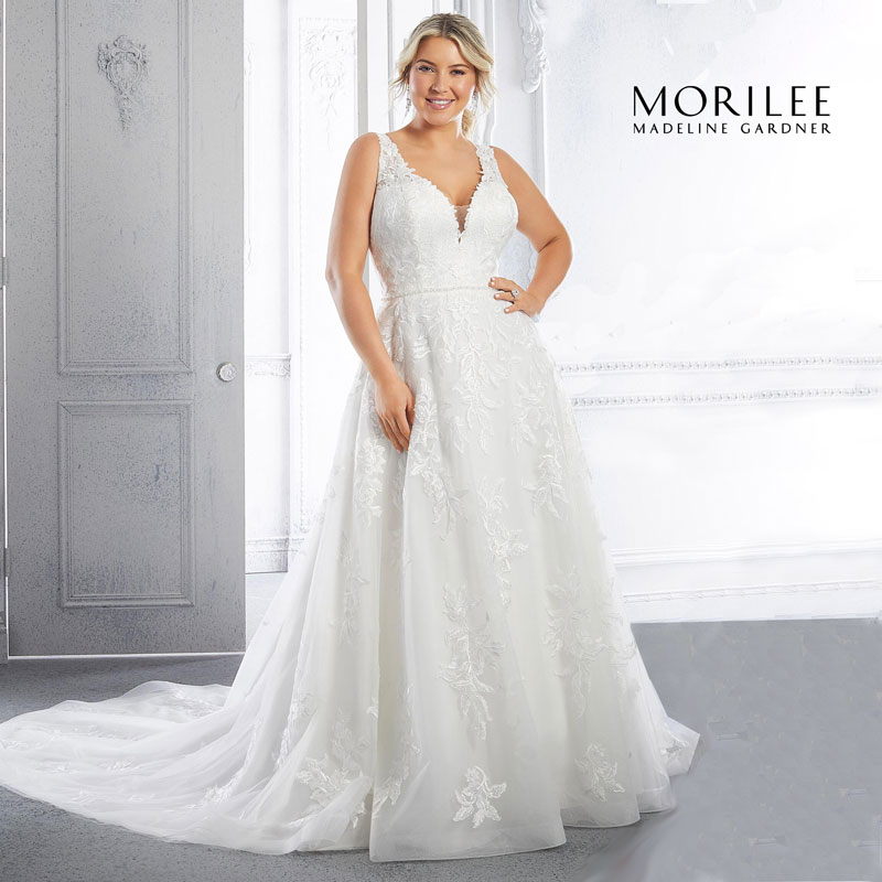 Plus-size sleeveless A-line brida gown