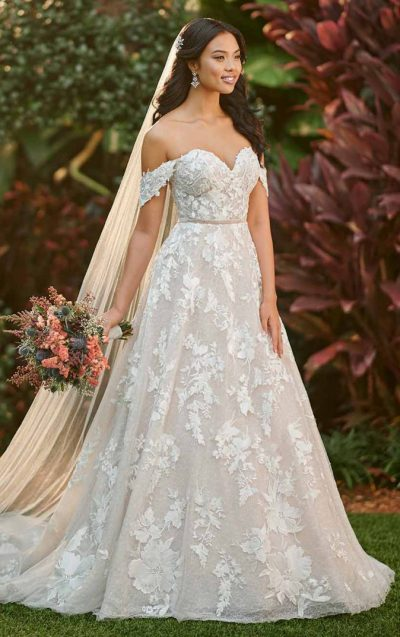 Romantic Ballgown with off-the-shoulder cap sleeves